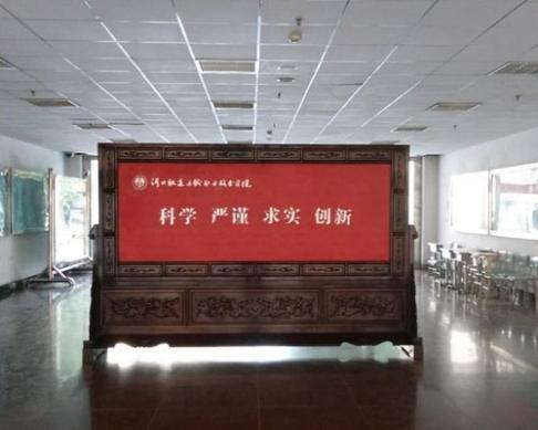 河北轨道交通职业学院3.6米2.31米万里长城、定做字屏风