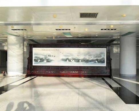黑龙江齐齐哈尔市政府定制的6x2.38米红木国画屏风