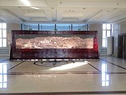 双鸭山四方台区政府订做的7.5x2.5米红木紫铜万里长城、社会主义核心价值观屏风