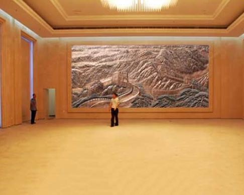 丹东火车站大厅摆放的5.16×2.13米的万里长城壁画