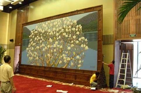 国家兵器工业部会议室定做的9.06米长×5米高的红木屏风