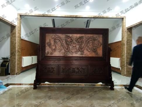 山东潍坊2.6米×2米二龙戏珠、富贵图紫铜浮雕红木屏风