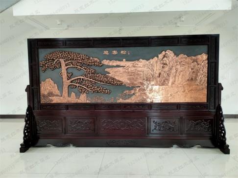 浙江嘉兴桐乡市4.2米×2.38米迎客松、八骏图紫铜浮雕实木屏风