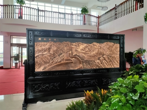 内蒙乌兰察布盟3.86米×2.38米八骏图、万里长城屏风